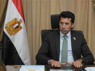 وزير الرياضة يطمئن على المقاولون العرب