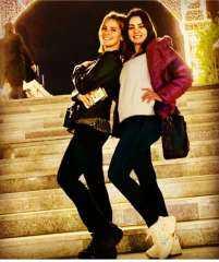 إيمان العاصي تنشر صورة برفقة دينا فؤاد وتعلق: الملكة