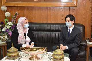 بالصور .. تفاصيل لقاء عميد ألسن عين شمس مع السفير اليابانى بالقاهرة