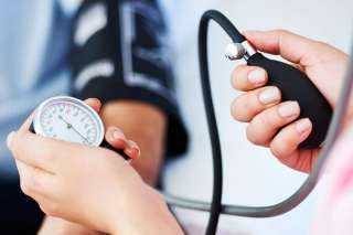 أعراض خطيرة تسبب انخفاض ضغط الدم.. تعرفي عليها
