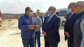 اللواء خالد عبد العال يتفقد  اعمال نقل وتسكين الباعة بسوق التونسى الجديد