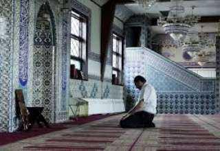 الأزهر يكشف حكم قصر الصلاة في السفر مع انتشار المساجد بزماننا
