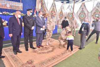 تكريم أسر شهداء القوات المسلحة والشرطة ومصابى العمليات العسكرية