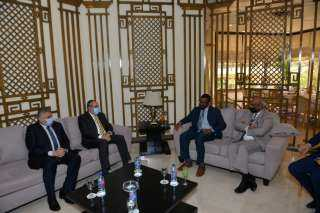 وزير الطيران يبحث مع وزير النقل السودانى تعزيز التعاون المشترك