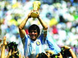 بعد وفاة مارادونا.. تاريخ حافل بالإنجازات لأسطورة الكرة الأرجنتينية والعالمية