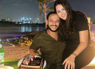 في أجواء رومانسية.. هنادي مهنى تحتفل بعيد ميلاد زوجها أحمد خالد صالح
