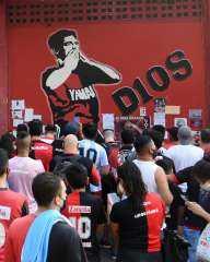 نقل جثمان مارادونا لمقر الحكومة الأرجنتينية وحشود هائلة تشارك في وداعه