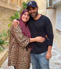 أحمد فهمي يتغزل في جمال والدته بمناسبة عيد ميلادها