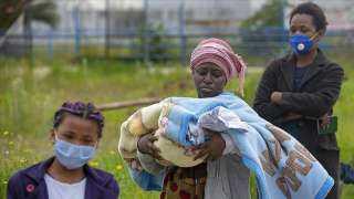 إفريقيا في آخر الصف.. أوروبا تبدأ الشهر القادم تطعيم مواطنيها ضد كورونا والقارة السمراء قد تبدأ في يوليو 2021