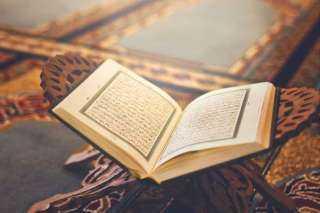 الإفتاء تكشف حكم قراءة القرآن وهبة الثواب للمتوفى