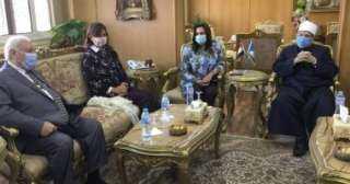 وزيرة الهجرة تصل دمياط لحضور ندوة الأوقاف عن الهجرة غير الشرعية