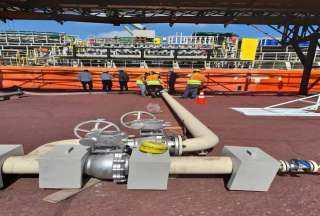 كامل الوزير يتفقد محطة تداول وتخزين الصب السائل بميناء الإسكندرية