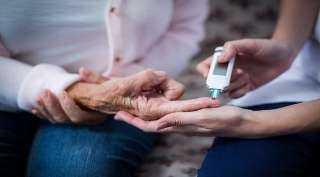 ثورة طبية.. تحليل دم يتنبأ باحتمال الإصابة بالزهايمر قبل حدوثه