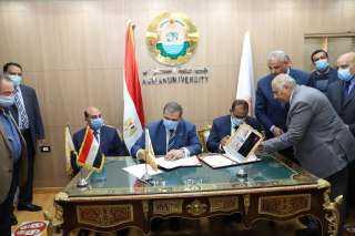 لهذا السبب.. توقيع بروتوكولي تعاون بين القوى العاملة وجامعة أسوان
