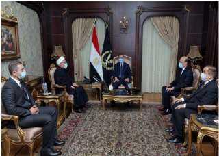 بالصورة .. تفاصيل لقاء وزير الداخلية مع مفتى الديار المصرية