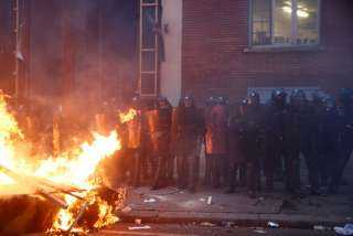 عاجل.. تجدد الاشتباكات بين الأمن والمتظاهرين في فرنسا