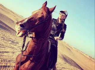 """مي عمر تستعرض مهاراتها في ركوب الخيل عبر """"إنستجرام"""""""