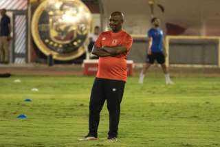 موسيماني يعقد محاضرة للاعبي الأهلي قبل انطلاق المران