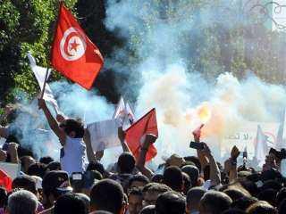 عاجل.. اشتباكات عنيفة بين المتظاهرين وقوات الأمن فى تونس