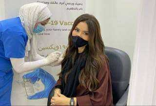 ميساء مغربي تتلقى الجرعة الأولى من لقاح كورونا في الإمارات