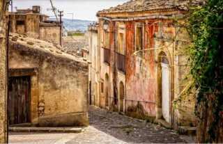 بأقل من ثمن كوب قهوة.. بلدة إيطالية تبيع منازلها بأرقام لن تصدقها