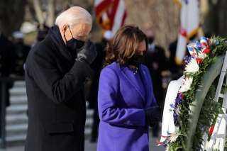 بالصور.. بايدن يضع إكليل الزهور على قبر الجندي المجهول بـ«أرلنجتون»