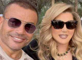 مقطع فيديو لـ عمرو دياب في أحضان سيدة أعمال يثير ضجة واسعة!