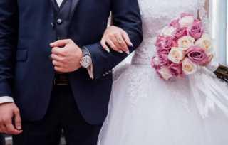 آخر تقاليع كورونا.. صدمة غير متوقعة لعريس في يوم زفافه