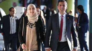 أنس سروار.. معلومات خاصة عن أول مسلم يتولى زعامة حزب سياسي كبير في بريطانيا