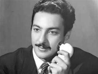 من صندوق الذكريات.. صورة نادرة لـ رشدي أباظة في أواخر أيامه وهو يقرأ القرآن