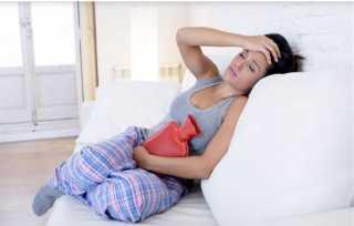 عادات سحرية لجعل آلام الدورة الشهرية أقل.. تعرفي عليها