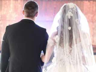 «مش هتصدق».. مفاجأة غير متوقعة من عروسين لأصدقائهما ليلة الزفاف