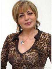 مني عبد المجيد.. تعرضت للتهديد بالقتل وحاولت الانتحار.. اعتزلت الفن بعد وفاة زوجها.. حكايات فنانة شهيرة دمرتها عمليات التجميل