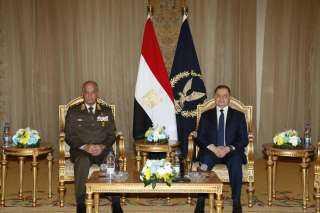 """وزير الداخلية يهنئ القوات المسلحة بمناسبـــة الإحتفـال """" بيــوم الشــهيد """""""