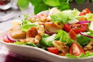 «زي المطاعم».. أسهل طريقة لعمل سلطة الدجاج والخضروات