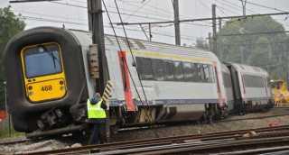 خروج قطار عن مساره بعد اصطدامه بحافلة.. وأنباء عن وقوع مئات الإصابات والوفيات