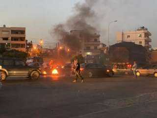 المحتجون في لبنان يواصلون قطع الطرقات في مختلف المناطق