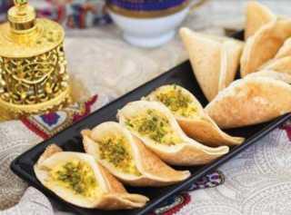 «زي المطاعم».. كيفية إعداد قطايف بالدجاج والجبن الشيدر