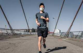 الصحة تحذر من ارتداء الكمامة خلال ممارسة الرياضة