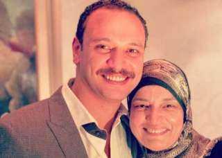 ريهام عبد الغفور تنعي والدة أحمد خالد صالح بعد وفاتها بفيروس كورونا
