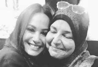 شفافه كالماء العذب.. هند صبري تنعي والدة أحمد خالد صالح بكلمات مؤثرة