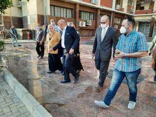 بالصور .. نائبا رئيس جامعة عين شمس في جولة تفقدية بكلية الآداب