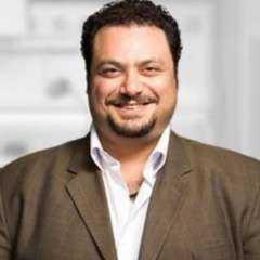مراد مكرم: ليه منعملش شواطئ للمحجبات وشواطئ  للمايوهات والبكينى