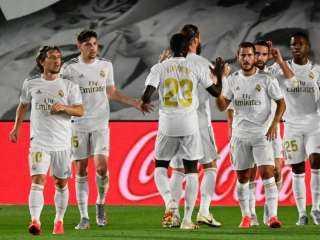 ريال مدريد يبحث عن خطف صدارة الدوري الإسباني أمام إشبيلية