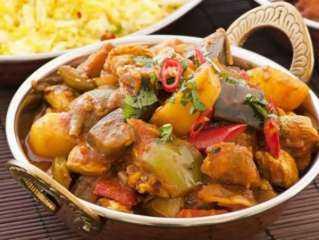 أسهل طريقة لعمل دبابيس الدجاج بجوز الهند والكاري مع الخضروات