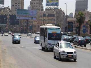 انتظام حركة السيارات بالمحاور الرئيسية فى القاهرة والجيزة