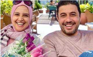 حنان ترك تعود للأضواء من خلال صورة مع زوجها