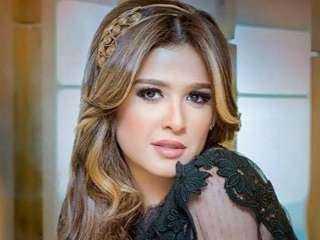 ياسمين عبد العزيز تسخر من تجاهل بوسى شلبى لها