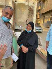 """لفتة إنسانية من وزير التنمية المحلية ومحافظ القاهرة """" لسيدة مسنة """""""