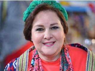 بالملابس الملونة والضحك.. وسائل تستخدمها عائلة دلال عبد العزيز لإخفاء خبر وفاة زوجها عنها